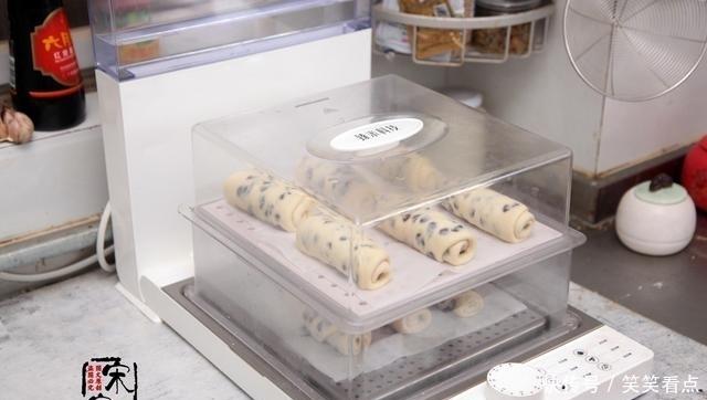 每次|早餐包这做法,软的不像话!每次做1锅,我能一口吃3个
